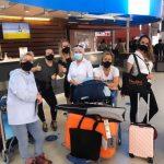 groep verpleegkundigen healthz aankomst vliegveld curaçao